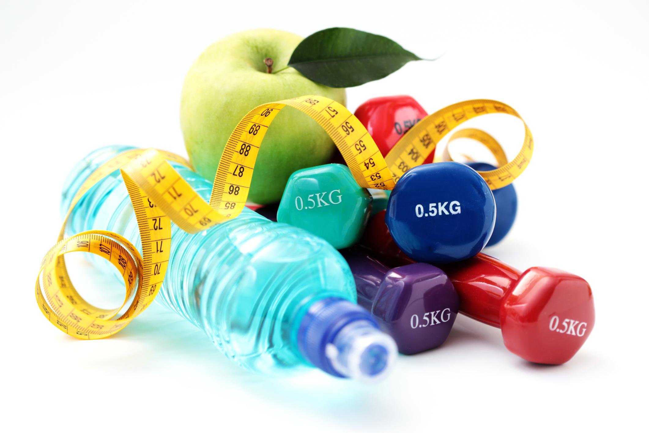 egészséges életmód súlyzók és alma
