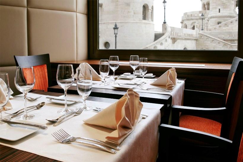 Restaurant - ICON Daylight Bastion View_web