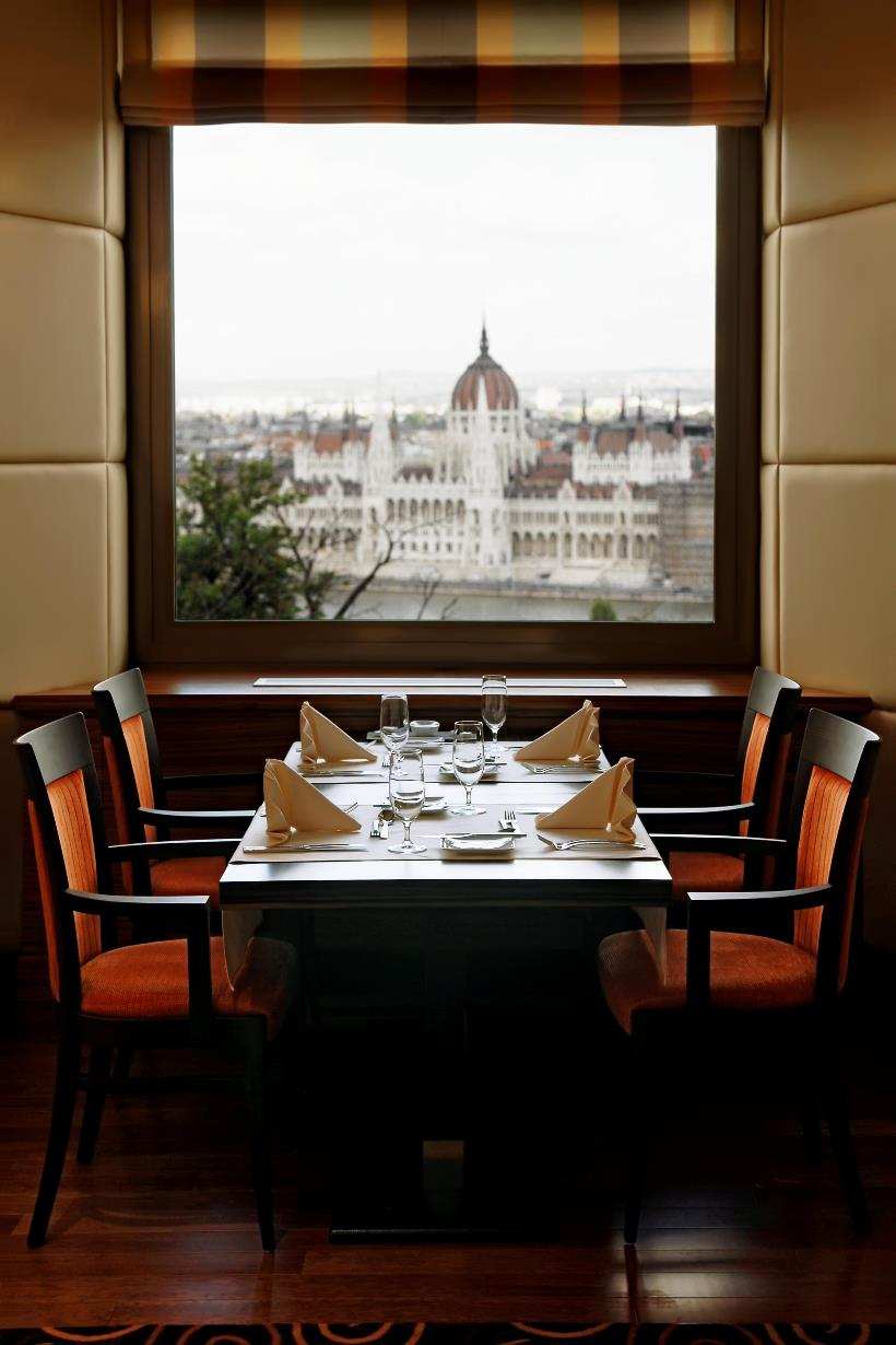 Restaurant - ICON Daylight Parliament View 2_web