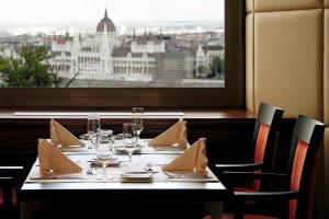 Restaurant - ICON Daylight Parliament View 3_web