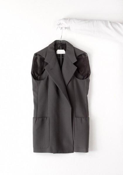 Ujjak nélküli kabát © Françoise Cochennec / Galliera / Roger-Viollet