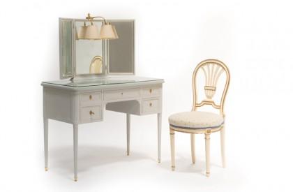 Coiffeuse et sa chaise de style Louis XVI, provenant du Ritz Paris © Artcurial