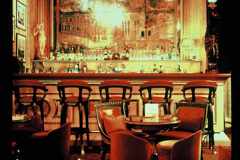 Le Ritz Bar dans les années 1980 © Archives Ritz Paris