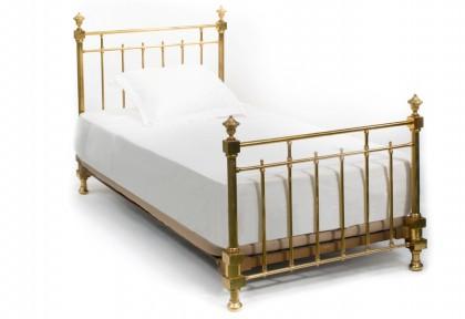Aranyozott fém ágy a Ritz Paris egyik szobájából © Artcurial