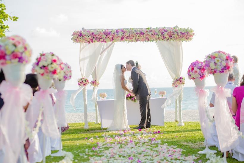 Tengerparti esküvő_ChicAndCharm