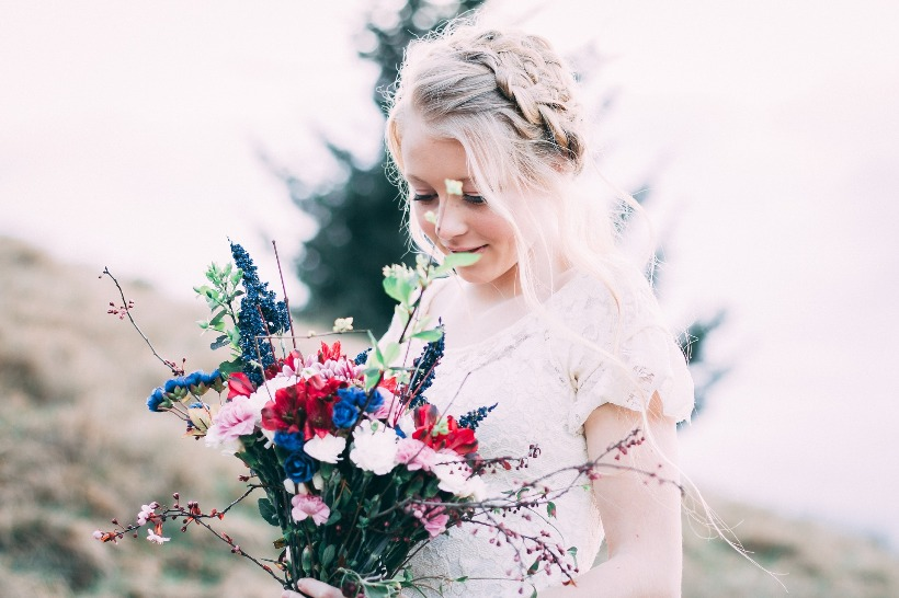 kislány virágokkal_ChicAndCharm