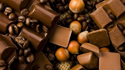 Chocolate-coffee-beans-and-walnuts-good-morning_1920x1080