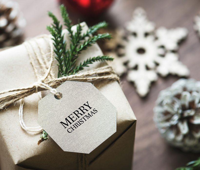 ppapirba csomagolt ajándék