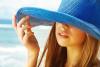 kalapos lány