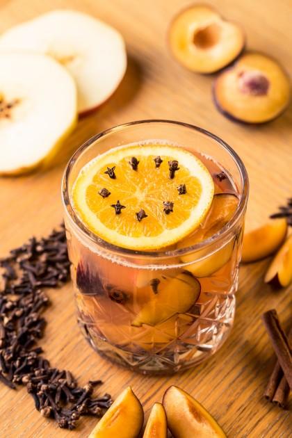 Sweet home (Bacardi, facsart citomlé, fahéjrúd, szegfűszeg, alma, szilva, méz)