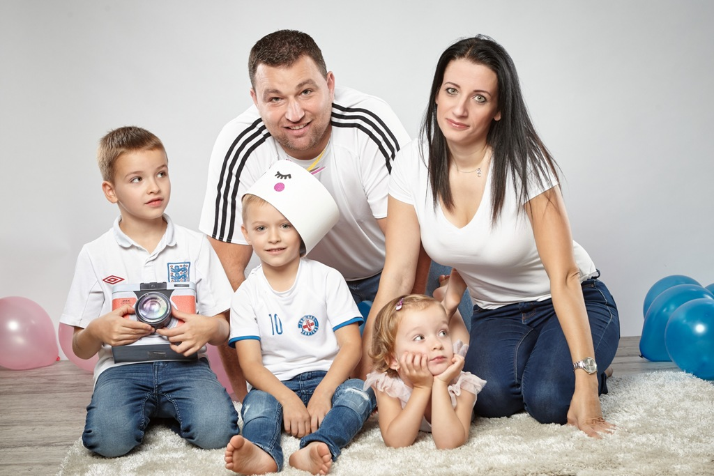 Markovics család Gyerekek: Dominik (6,5), Gábor (5), Zsófi (3,5)