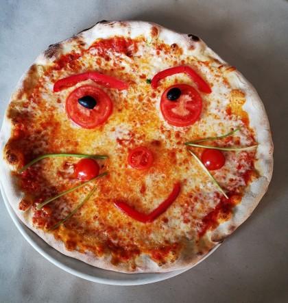 Mosolygós pizza_Trattoria Toscana